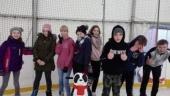 Zabawa klas VI na lodowisku
